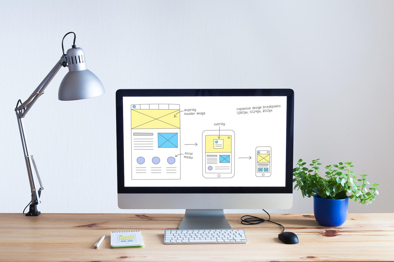 デスクトップ画面に映し出されるワイヤーフレーム